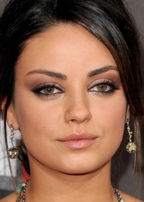 Mila_Kunis_Soft-Eyeshadow-Makeup-for-Hazel-Eyes