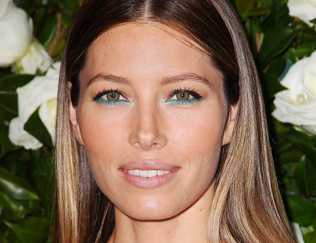 Jessica Biel_ teal eye liner_ for_ hazel eyes