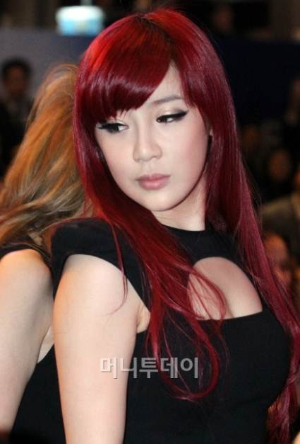 Park Bom_2NE1-red-hair-black dress