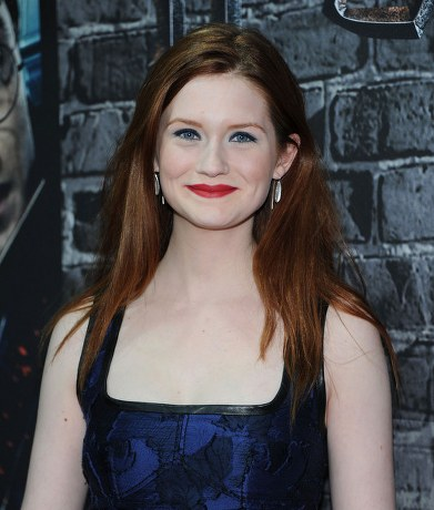 Bonnie-Wright-Red-Straight-Hairstyle_blue dress