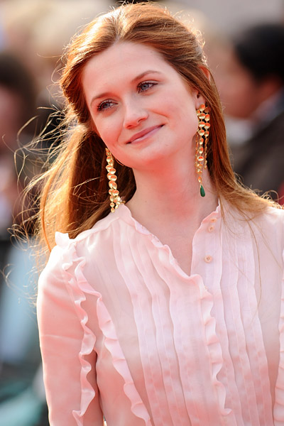 bonnie_wright_red_hair_pale pink gown