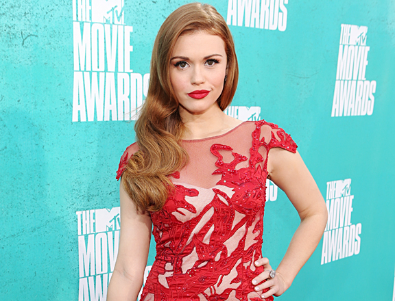 holland-roden-vma-red-carpet-red_hair_red_dress