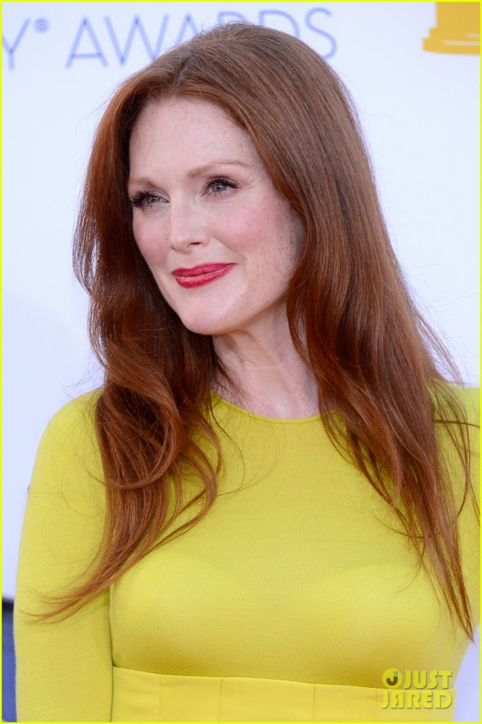 Actress Julianne Moore_red_hair_yellow dress