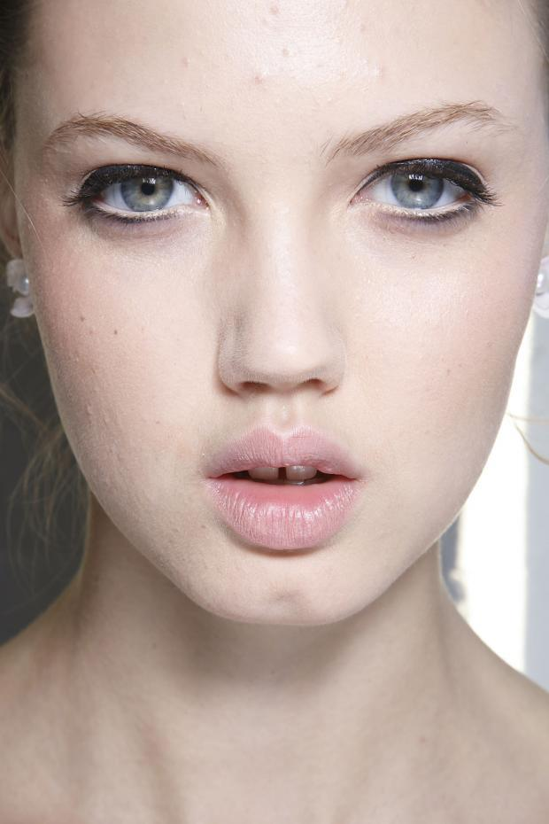 acne_covering make up