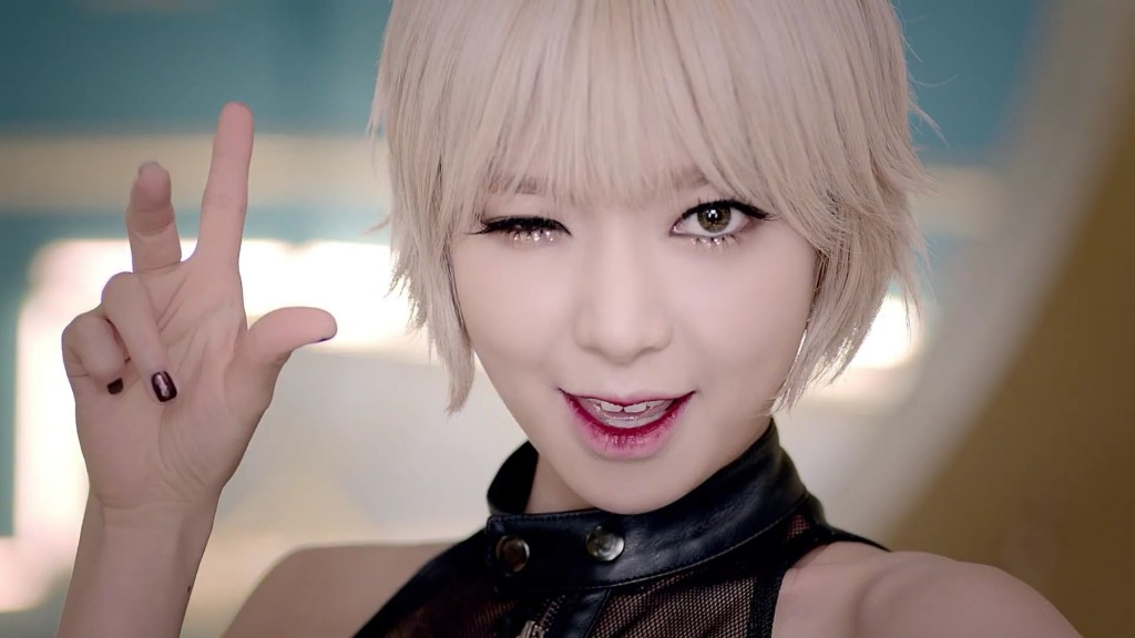 Choa_Bling_Korea_tear-drop-liner